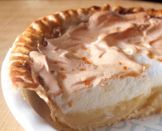 manuka, honey, meringue, pie, dessert, lemon, hot, cold, sugar, yummy, classic, rustic, tart